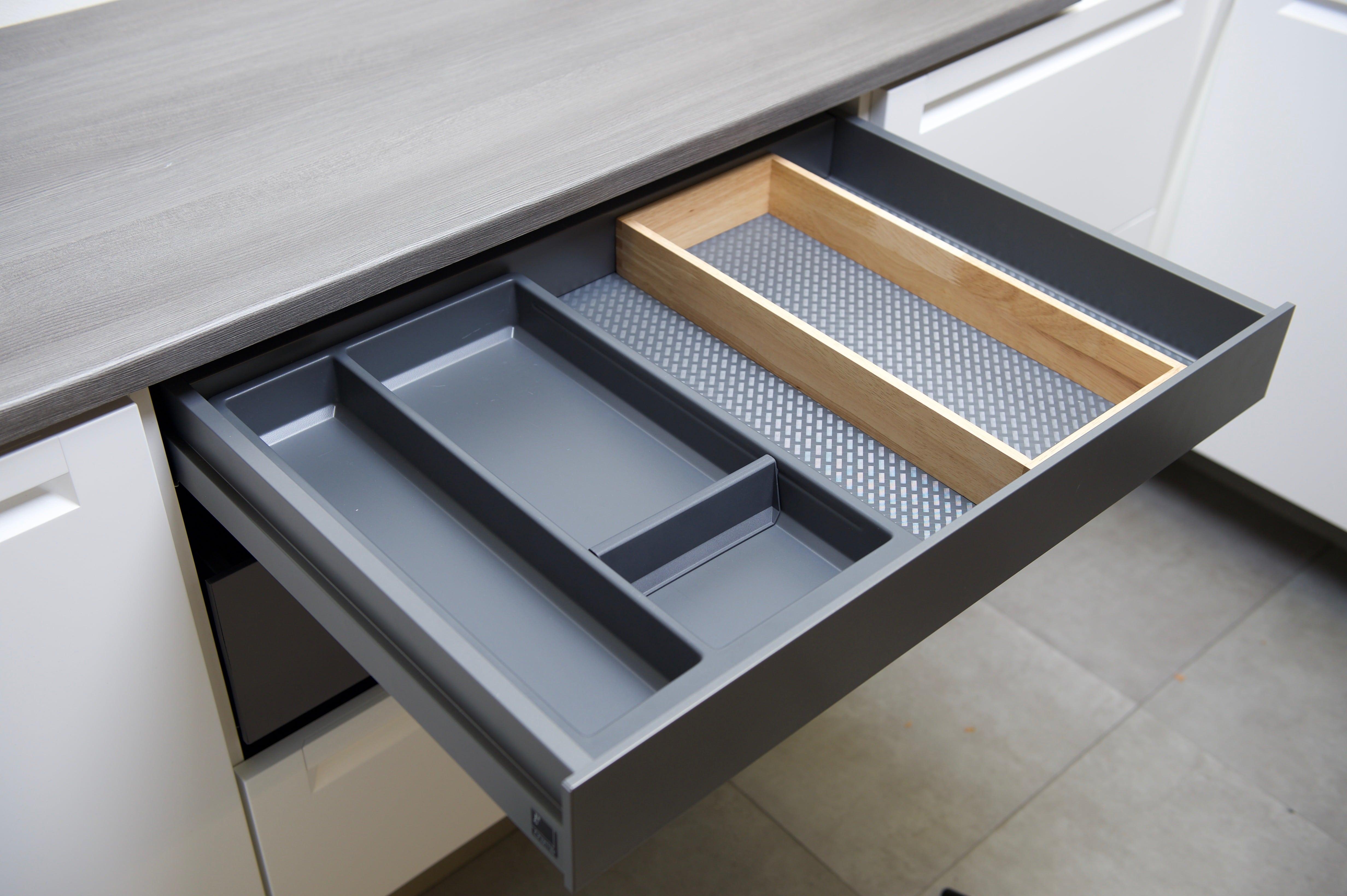 Ubbi Diaper Caddy -harmaa vaippatarvikkeiden järjestelmälaatikko